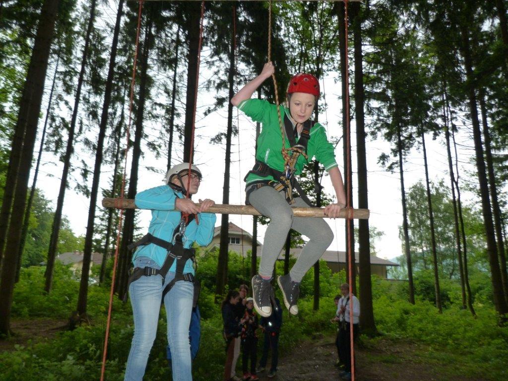 Sie sehen die Fotos der Bildgalerie: Teamarbeit Waldseilgarten 2013