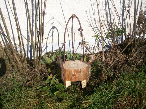 Sie sehen die Fotos der Bildgalerie: Wildholzmöbel 2009